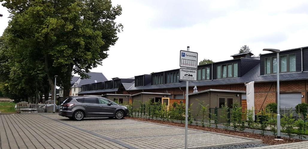 Reihenhausanlage Dresden Rückansicht / Parkplätze